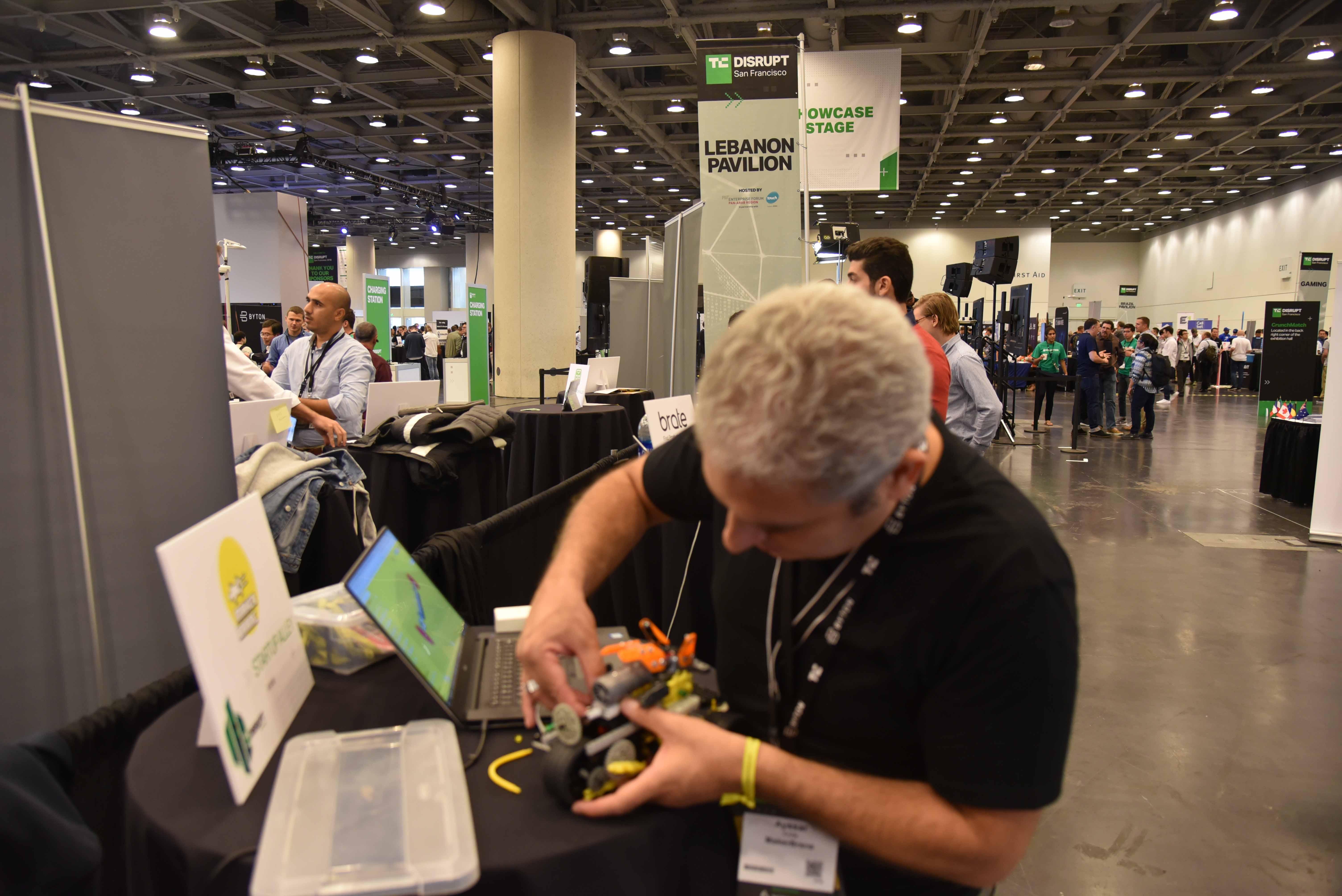 """قيصر عريضة من """"ميكر برين"""" MakerBrane يعرض منتجه في """"تك كرانش تيسربت"""""""